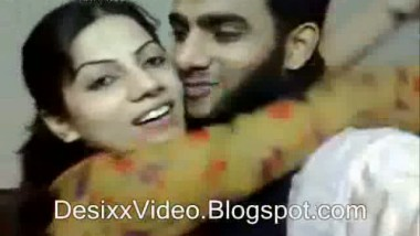 Hot Pakistani Girl And Guy Kissing