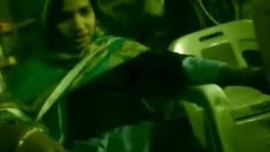 Pakistani Girl Saima Exposed Her Boobs
