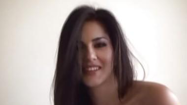 Big Tit Sunny Leone Seduces In Blue Dress