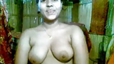 Cute Indian Girl expose her hot boobs