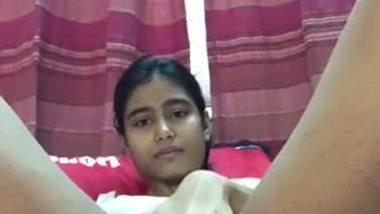 Slim bhabhi's masturbation MMS clip