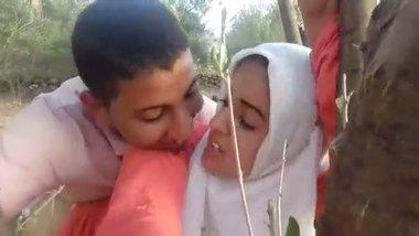 Paki teen couple's outdoor romance