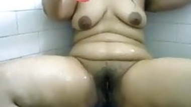 superb chubby indian aunty records herself bathing