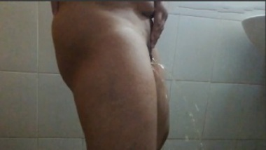 Horny Indian Woman Peeing Like A Man