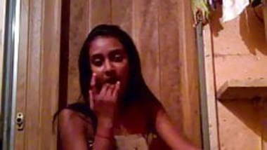 Amature desi home video of her fingering