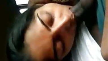 Hot Bhabhi swallowing cum from an average Desi Dick