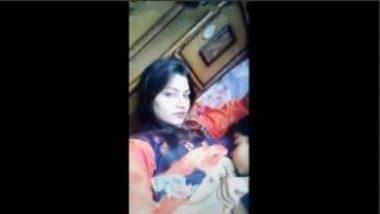 Desi Bhabhi Showing Boobs In Tiktok