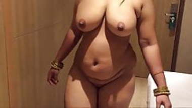 Hot desi milf mom in hotel