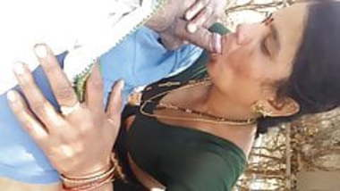 Aunty Sucking Outdoor & getting boobs pressed