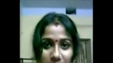 Cute and Hot Bengali bhabhi showing her big boobs