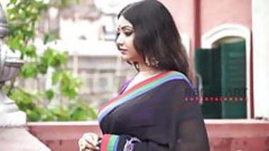 Rupsa - Saree Lady - Deep Cleavage