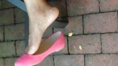 Guyanese woman flats dangle