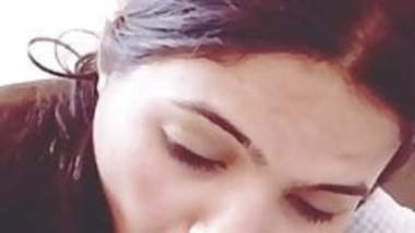 Drunk Delhi girl giving blowjob to his husband's friend